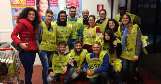 volontari-colletta-alimentare-2014