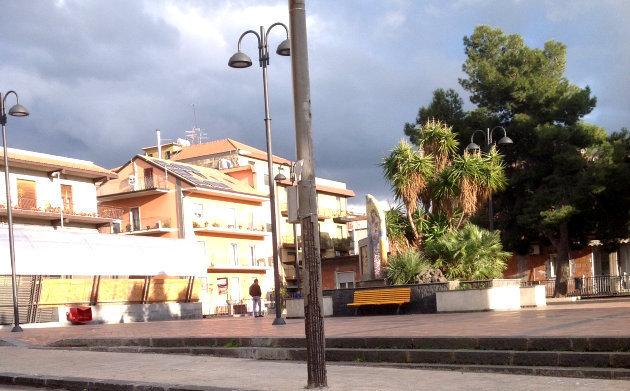 palo-scorticato-piazza-giovanni-xxiii
