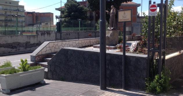 targa-apposta-in-piazza-san-francesco