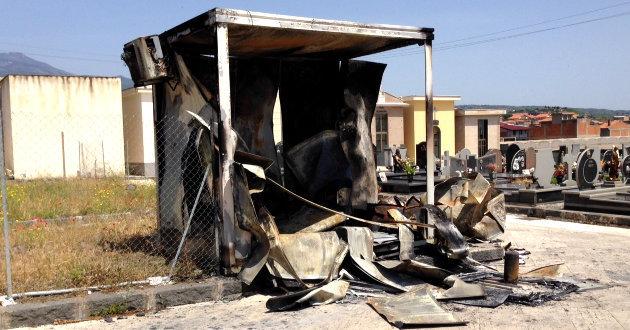 incendio-prefabbricato-al-cimitero