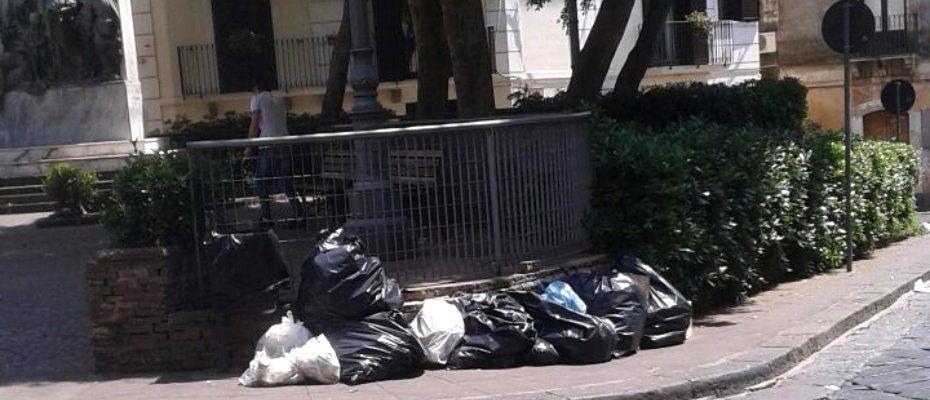 spazzatura-in-piazza-annunziata