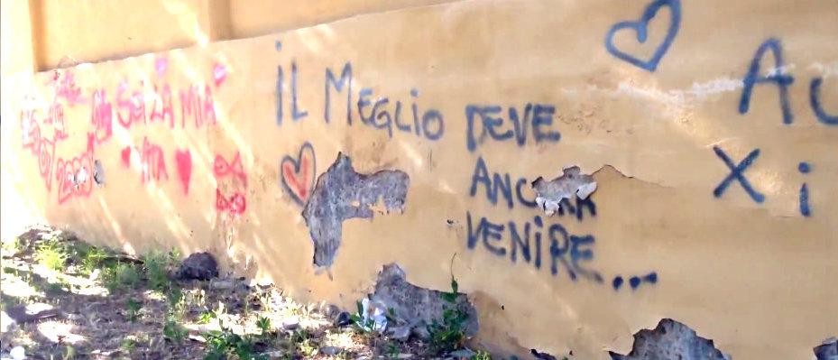 scritte-sui-muri-di-piazza-falcone-borsellino