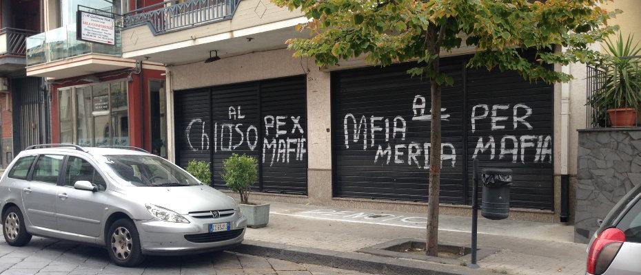 scritte-chiuso-per-mafia-bufala
