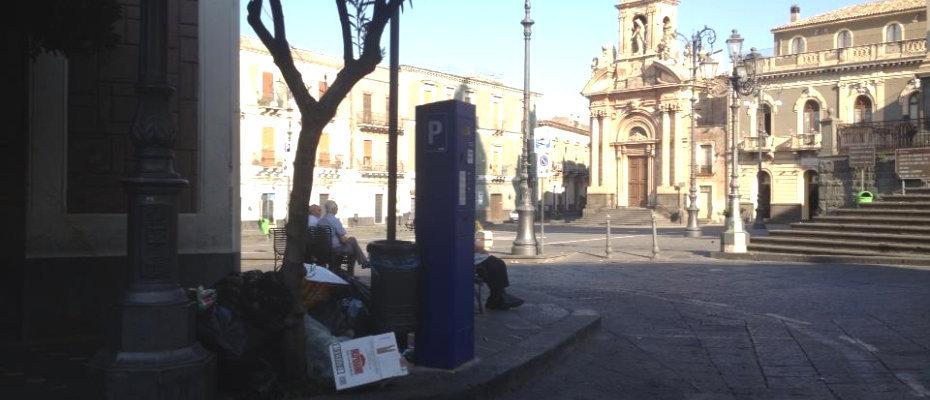 piazza-roma-tra-i-rifiuti