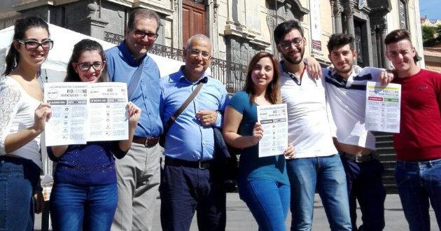 referendum-costituzionale-gazebo-movimento-cinque-stelle