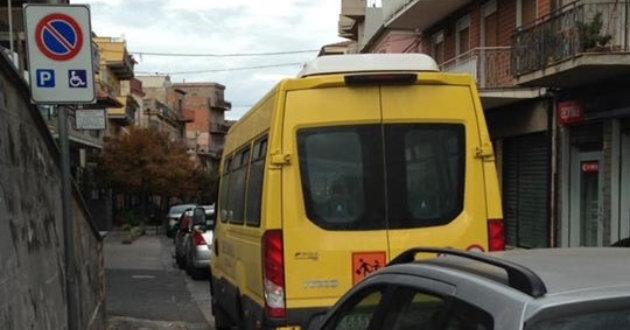 scuolabus-su-strisce-gialle2