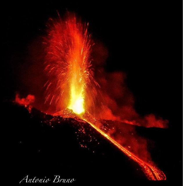 etna-in-eruzione-visto-da-biancavilla2