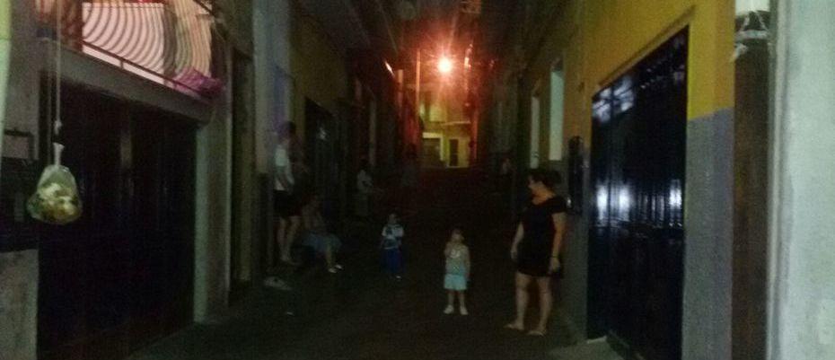 terremoto-gente-in-strada-via-santa-maria