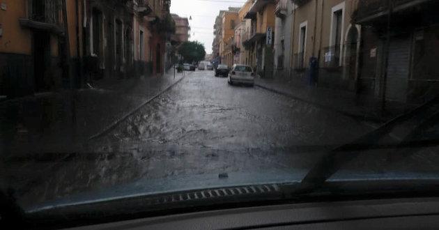 strada-allagata-vicino-palazzo-comunale