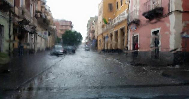 strada-allagata-vicino-palazzo-comunale2