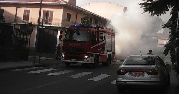 auto-in-fiamme-in-via-colombo2