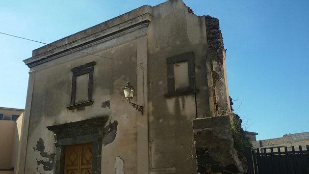 crolla-parte-chiesa-batia