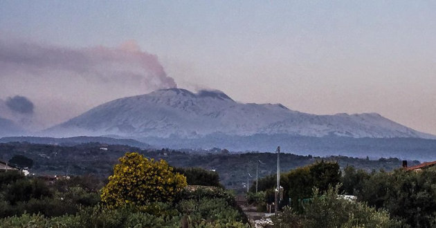 etna-in-eruzione-visto-da-biancavilla